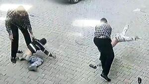 Son dakika haberleri... Şanlıurfada akılalmaz görüntü Çocuğu kaldırıp yere vurdu
