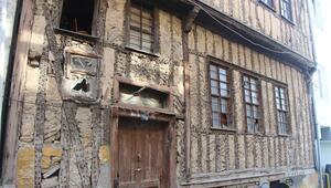 Samsunda dışı gazoz kapaklarıyla kaplı ev ilgi çekiyor İçi antika eşyalarla dolu...