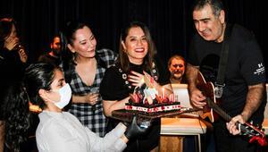 Reyhan Karacaya doğum günü sürprizi