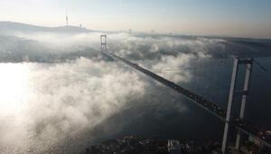 İstanbul Boğazına çöken sis havadan görüntülendi