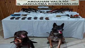 Ardahanda silah ve mühimmat kaçakçıları kıskıvrak yakalandı