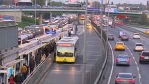 Metrobüste akşam saatlerinde yoğunluk yaşandı