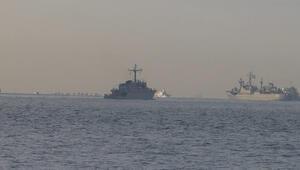 İstanbulda dikkat çeken görüntü... NATO gemileri peş peşe Boğazdan geçti