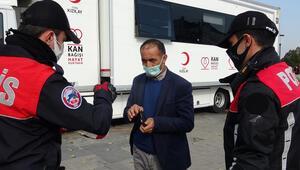 Bursada meydanda sigara içerken yakalandı, koronavirüs karantinasını ihlal ettiği ortaya çıktı