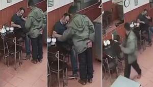 İzmirde uyuyakalan pastane sahibinin telefonunun çalındığı o anlar kamerada