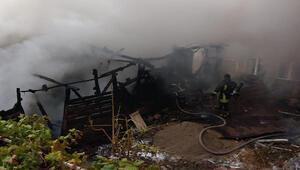 Amasya'da tek katlı ahşap ev yandı