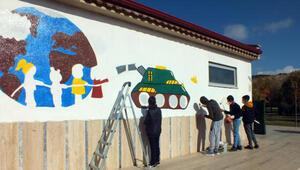 Savaş mağduru çocuklar, duvar resimleriyle barış mesajı verdi