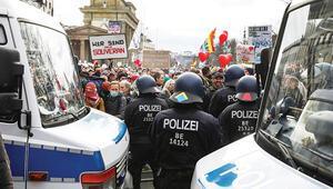 Almanya'da korona önlemlerine protesto