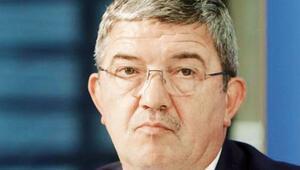 Aşırı sağcı kişiden silah alan eyalet bakanı istifa etti