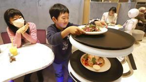 Japonya'da robot garsonlar iş başı yaptı