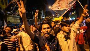 Taylandda protestocuların talep ettiği anayasal reform tasarıları mecliste onaylandı