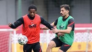 Galatasarayda Kayserispor hazırlıkları Luyindama ve Falcaonun tedavileri sürüyor...