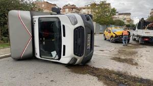 Sancaktepede kamyonet ile taksi çarpıştı; 2 yaralı