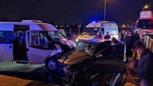 Servis minibüsü ile otomobil çarpıştı 6sı asker 8 kişi yaralandı