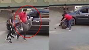 Son dakika... Sokak ortasında korkunç olay 2 çocuğunun gözleri önünde saldırdı