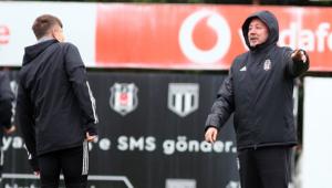 Beşiktaşın konuğu Başakşehir Dorukhan ceza sınırında...