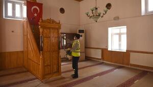 Turhaldacuma namazı öncesi camiler dezenfekte edildi