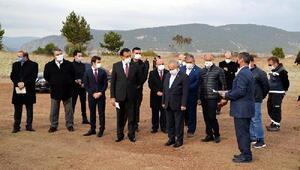 Bolu Valisi Ahmet Ümit, taşınacak olan köyün yeni yerini ziyaret etti