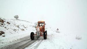 Tunceliye mevsimin ilk karı yağdı; 31 köy yolu ulaşıma kapandı