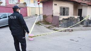 Kavga eden abla ve erkek kardeşi bıçakla yaralandı