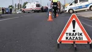 Otomobille, kamyonet çarpıştı: 1 ölü, 2 yaralı