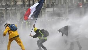 Fransada tartışmalara sebep olan yasa tasarısı kabul edildi