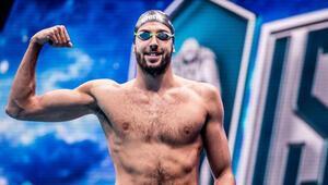 Rekortmen yüzücü Emre Sakçıya pastalı karşılama