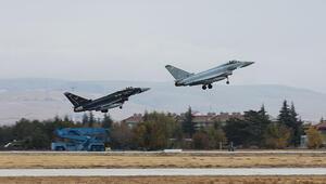 Türk ve İngiliz jetleri Konyada eğitim uçuşu gerçekleştirdi