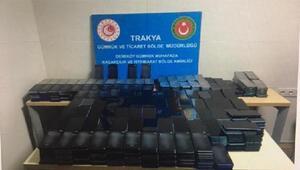 Bulgaristandan gelen minibüse gizlenmiş 1117 cep telefonu ele geçirildi