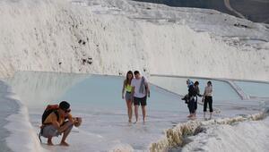 Yerli ve yabancı turistlerin hafta sonu adresi: Pamukkale