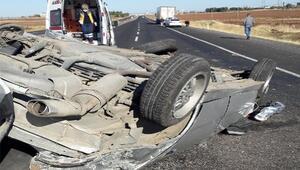 Siverek'te otomobil devrildi: 3 yaralı