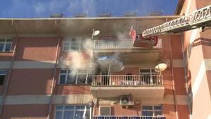 Yangında 6 kişi dumandan etkilendi, kedi ve kuş öldü
