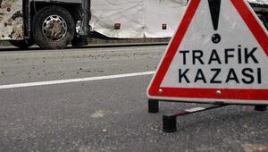Adanada tır ile kamyon çarpıştı: 2 yaralı