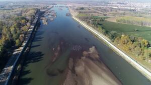 Edirnede kuraklık; Meriç Nehrinde kum adacıkları oluştu