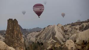 Kapadokyada balonlar sis denizinde uçtu