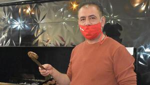 Şehre inen tilkiyi Sivas köftesiyle besleyen esnaf: Ekmeği almadı, köfteyi aldı