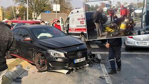 Son dakika haberler: Lüks araç kaza yaptı Ortalık savaş alanına döndü