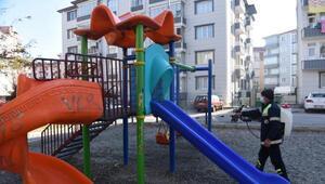 Tokatta çocuk parkları dezenfekte ediliyor