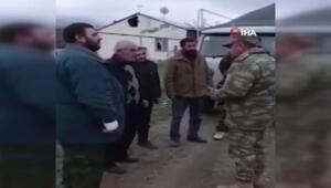 Azerbaycan askeri, Ağdamın tahliyesinde Ermeni sivillere yardım etti
