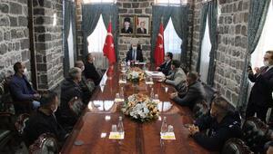 Vali Karaloğlu, İzmirden dönen aşevi ekibiyle görüştü