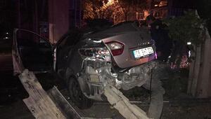 Bariyere çarpan otomobilde 2 kişi yaralandı