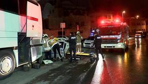 Otomobil park halindeki otobüse arkadan çarptı: 1'i ağır, 2 yaralı