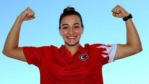 Milli boksör Buse Naz Çakıroğlu: Kadın takımı olarak olimpiyatlarda madalya alacağımıza inanıyorum