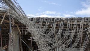 Antalyada inşaatta beton kalıbı çöktü... Yaralılar var