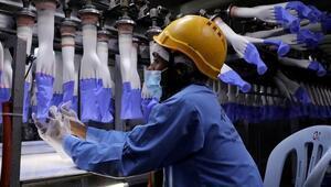 Malezya'da eldiven üreten fabrikadaki 2 bin 500 işçi koronaya yakalandı