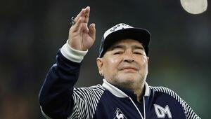 Diego Armando Maradona 60 yaşında kalbine yenik düştü