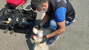 Yolcunun valizinde meyve suyu kutusuna zulalanmış uyuşturucu ele geçirildi