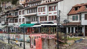 Prizrenin yıkılan evlerinin kapı ve pencereleri sergide buluştu