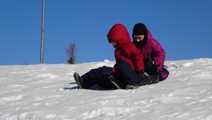 Kar yağmayan Uludağda, suni kar sürprizi