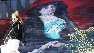 Beyoğlunda Mimozalı Kadın eserinin resmedildiği merdiven kullanıma açıldı